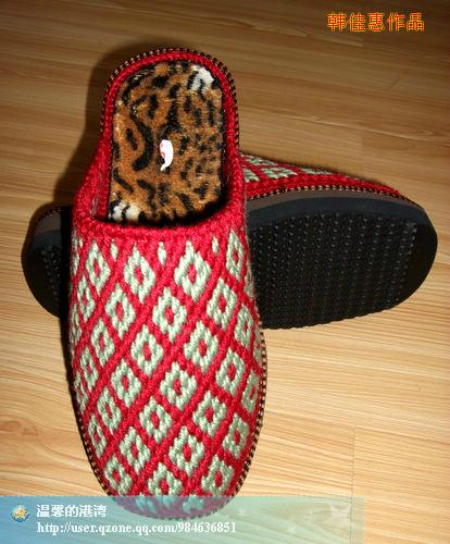 手工钩的毛线拖鞋