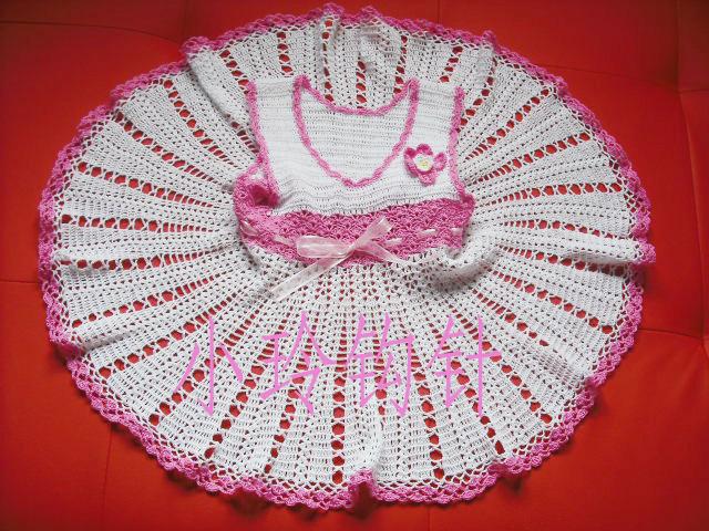白色加粉色花边宝宝裙子