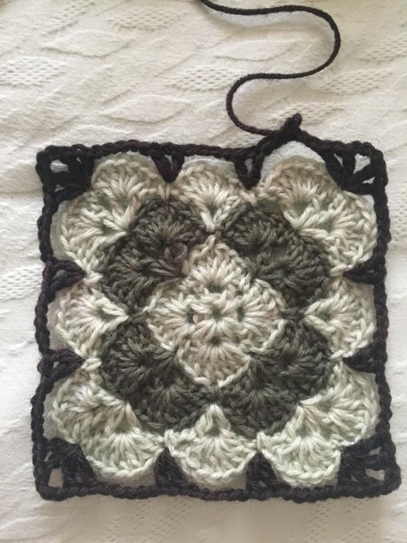 0钩针 编织心得:这个花样是正方形,可以随心所欲的钩织,大小随心.