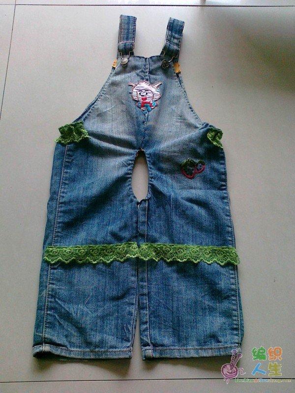 旧牛仔裤改的两条宝宝背带裤