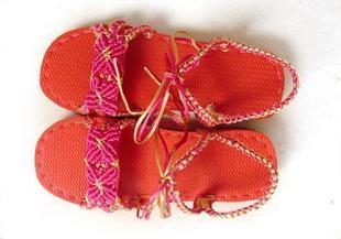 我手工编织的凉拖鞋图片