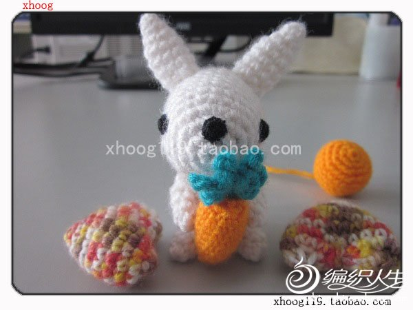 抱萝卜的小兔子图片