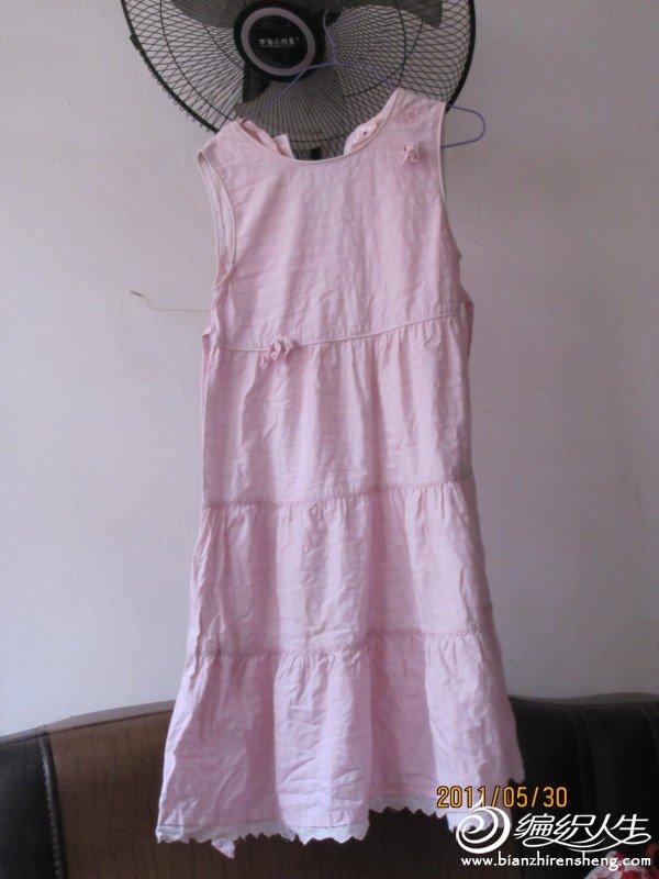 小猪班纳的连衣裙前面