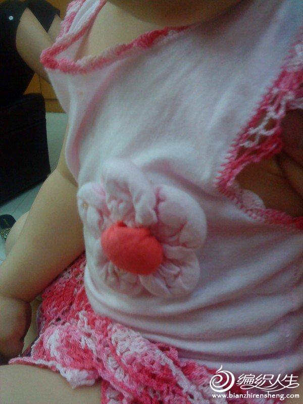 胸花是在学来的。