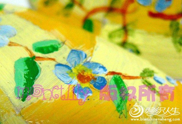 画的不是很细啦,唯一比较满意的一朵花,总算画出了渐变色的感觉。
