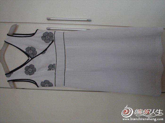 马天奴的,原价1千多,现在180转,白色绣黑色花,胸82,腰70,长97.