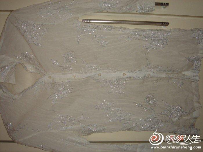烫银粉的七分袖衬衣,很薄的,胸围90,肩38,袖长41,衣长65,故意皱皱的款,原价400多,现在60转,银粉会掉 ...