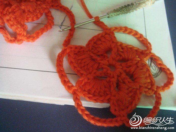 钩5个辫子后在第5个辫子上引拔连接