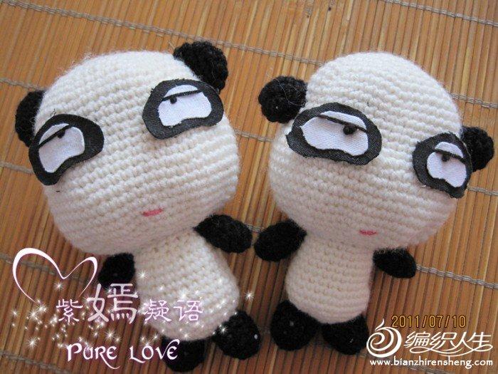 两只小熊猫