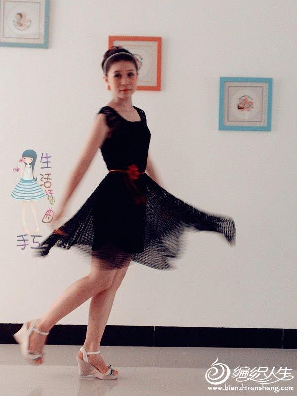 黑裙摆飘起来1.jpg