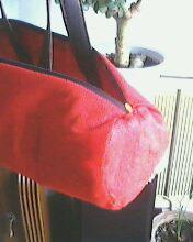 用红色的不织布做的内衬,也是拆的一个旧的购物袋