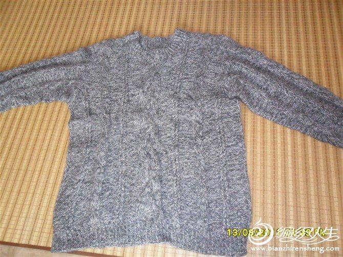 老公的毛衣,几年前织的。有点缩水小了