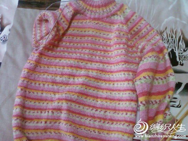 这件是我第一次织插肩衣,在朋友的帮助下完成了。