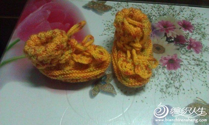 随手编织起来的一双宝宝鞋