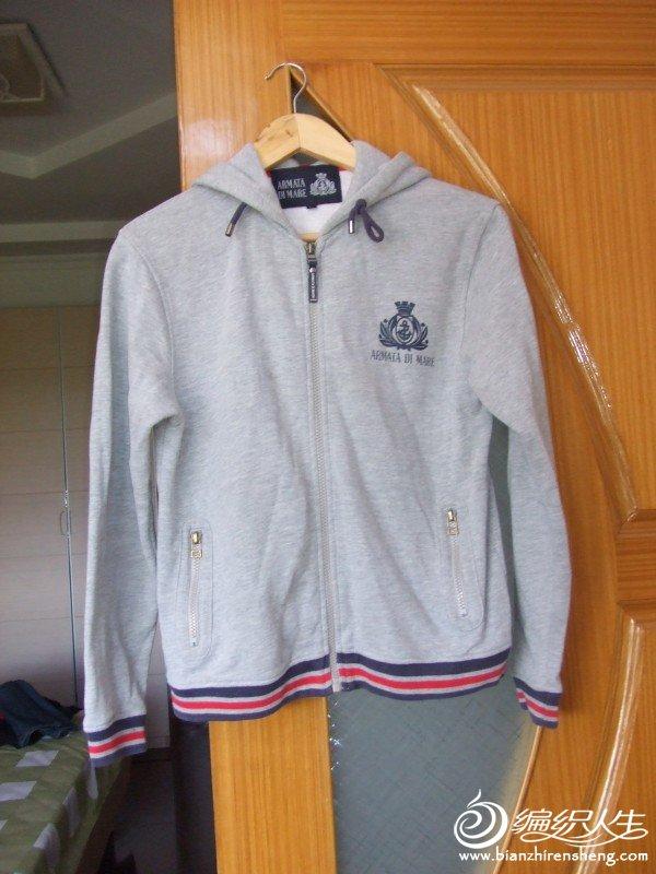 灰色外套,M,L码的人都可以穿,现价20元
