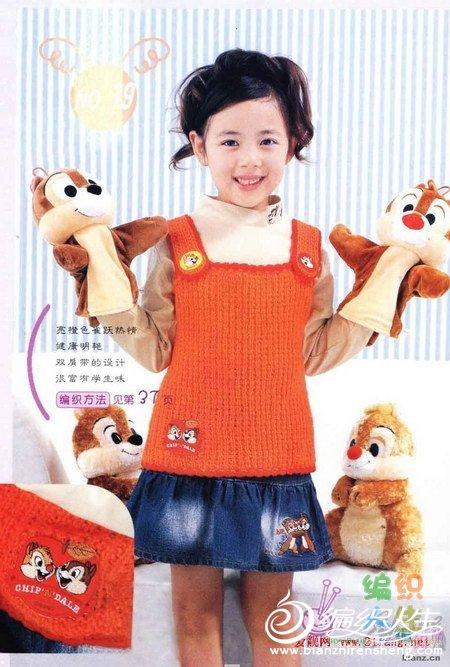 这款儿童大红无肩毛衣适合小女孩初秋时穿,更显靓丽