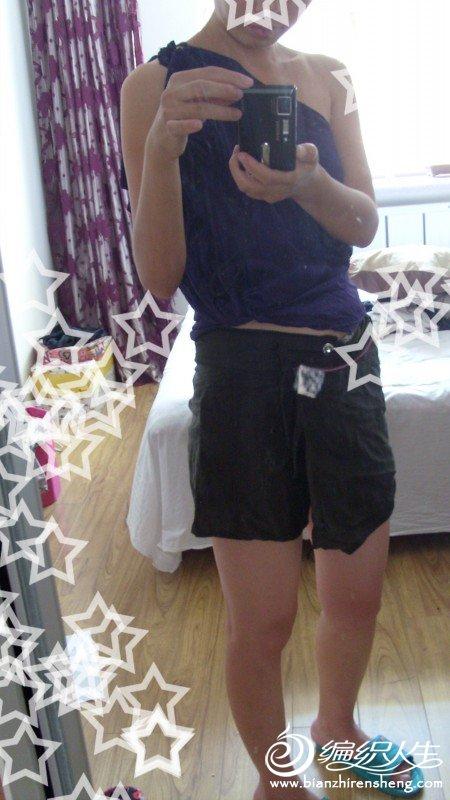 从网上买的真丝做的睡衣和裤衩裙,睡衣直接卷起来了,这样两个都可以看到,偷懒,呵呵