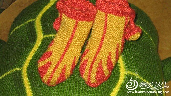 刚编织好的宝宝鞋