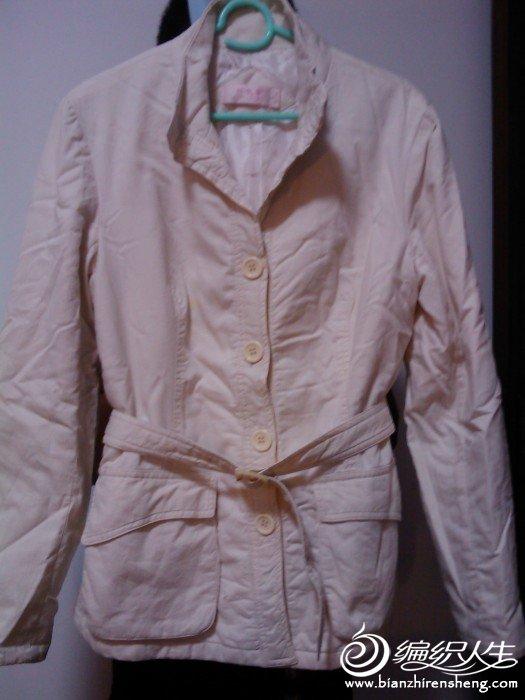 这件是米白色的外套
