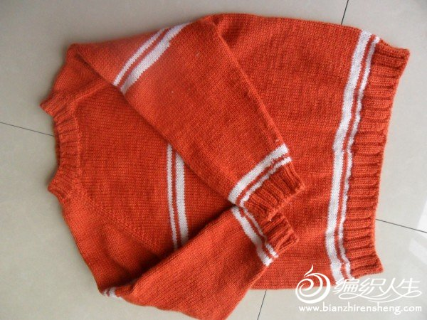 这个是伊萌小铺家的BY意毛织的,领子那没织好。