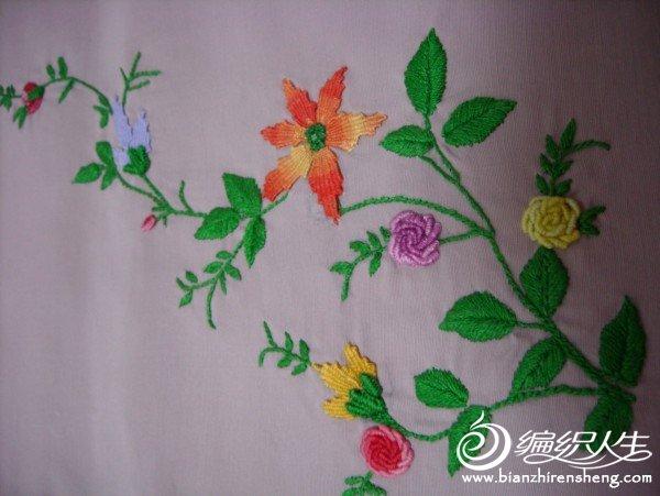 注意花朵的不同绣法。