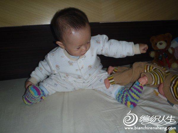 儿子特喜欢我给他织的小袜子!!