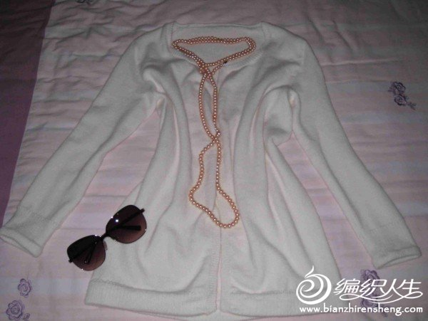 白色羊绒衫1.jpg