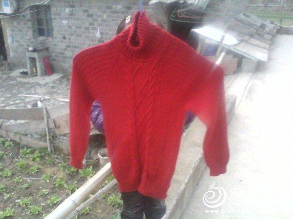 女儿大红色羊绒衣.jpg