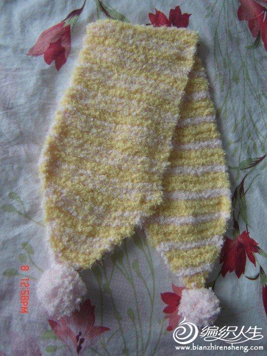小围巾,也是四行黄色一行粉红色,这个正反都织得下针。