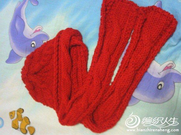 围巾和帽子缝合时,围巾一边长,一边短,大约是2:1