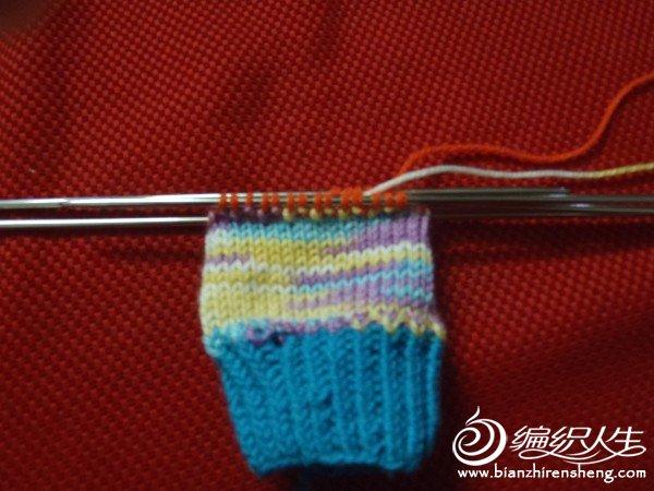 换线织口,织上下针,织了3行就收针。