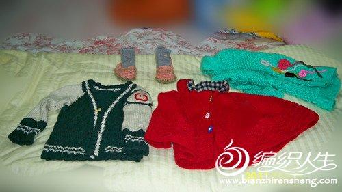 我、太外婆和jiunainai给我的外孙女编织的毛衣衣