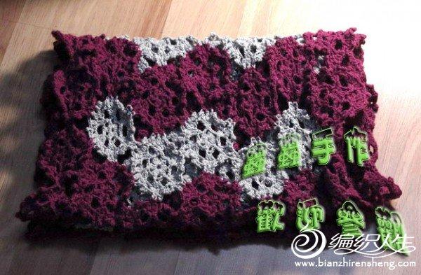 围巾,本来打算紫灰相间的,但是灰色不够,两边就变成全紫了