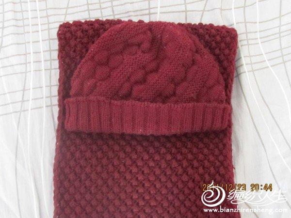 菠萝花的围巾。 气泡帽子