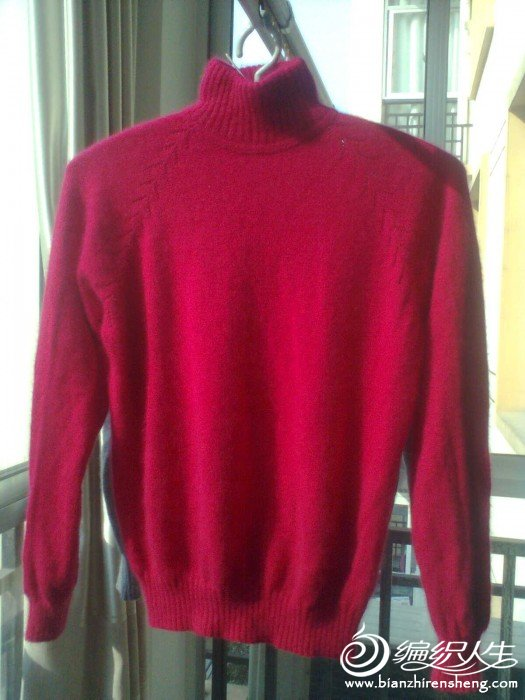 好久没有织毛衣了,这件衣服发了5个星期才完工。
