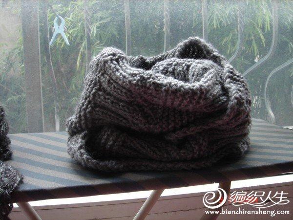 家里剩线织的围脖。