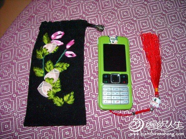 姐姐绣的手机袋