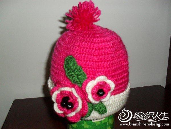 玫红色的花朵帽子