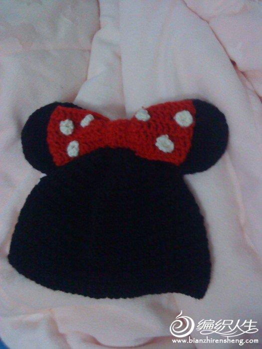 一开始是仿论坛姐妹的米妮帽,但妞6个月还没到,戴着太重了