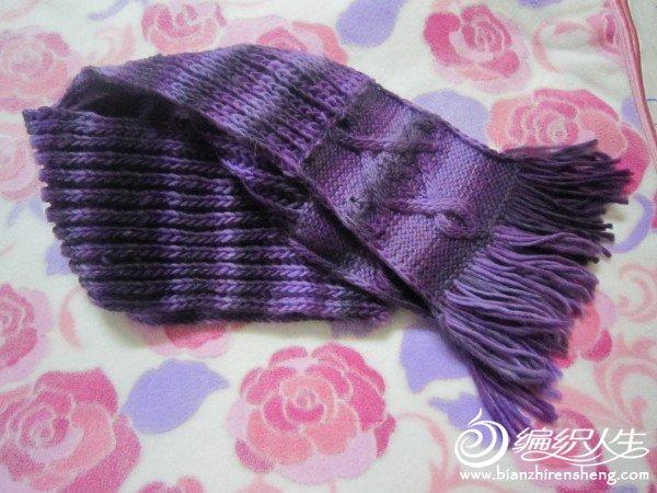 大年初二完成了自己的围巾和帽子。围巾选自己最爱的紫色,喜欢双元宝针的松软,但是只有双元宝针又显太单调 ...