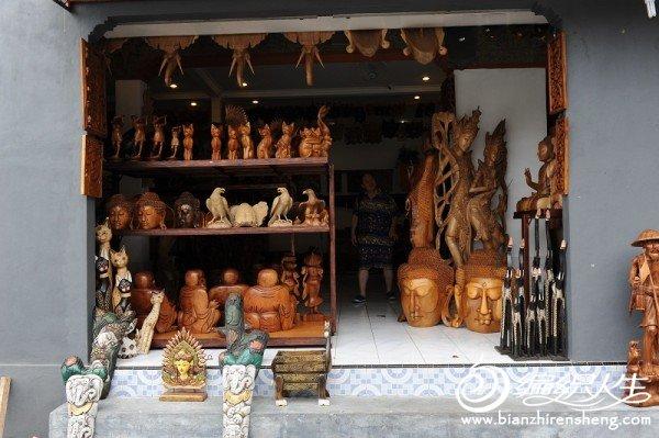 A1海神庙前的木雕店.jpg