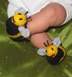 Baby-Buzzy-Bee-Boots-knitting-pattern-by-madmonkeyknits1-283x300.jpg