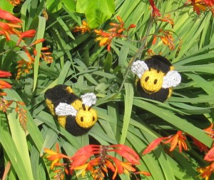 Baby-Buzzy-Bee-Boots-knitting-pattern-by-madmonkeyknits3-300x252.jpg