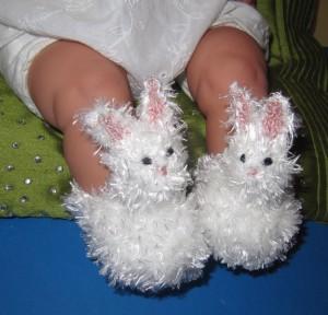 Baby-Fluffy-Bunny-Boots-knitting-pattern-by-madmonkeyknits1-300x288.jpg