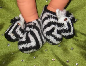 baby-zebra-boots-knitting-pattern-by-madmonkeyknits1-300x231.jpg