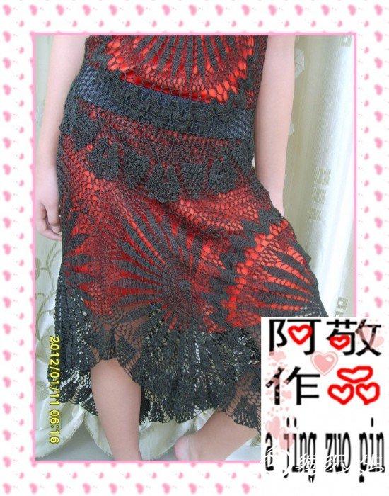 为了看清花样,换了红色底裙