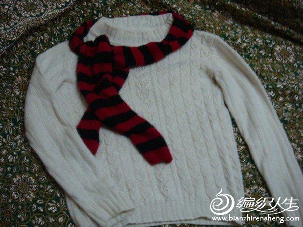 女儿说红色的校服里面,只有白色是全搭     顺便用剩下的线织了条时尚小围巾