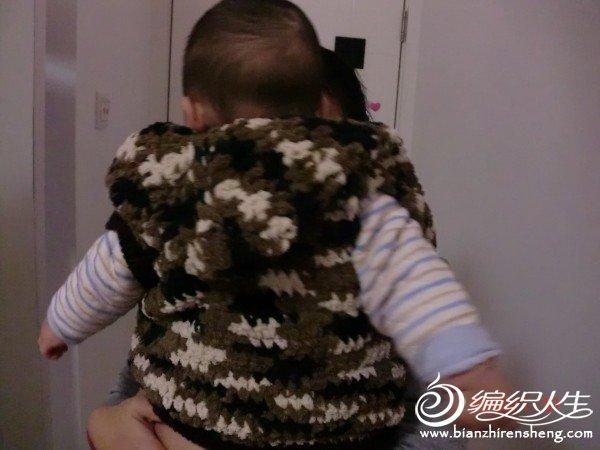宝宝穿身上的效果,我宝宝还小刚七个月不会站,只能抱怀里