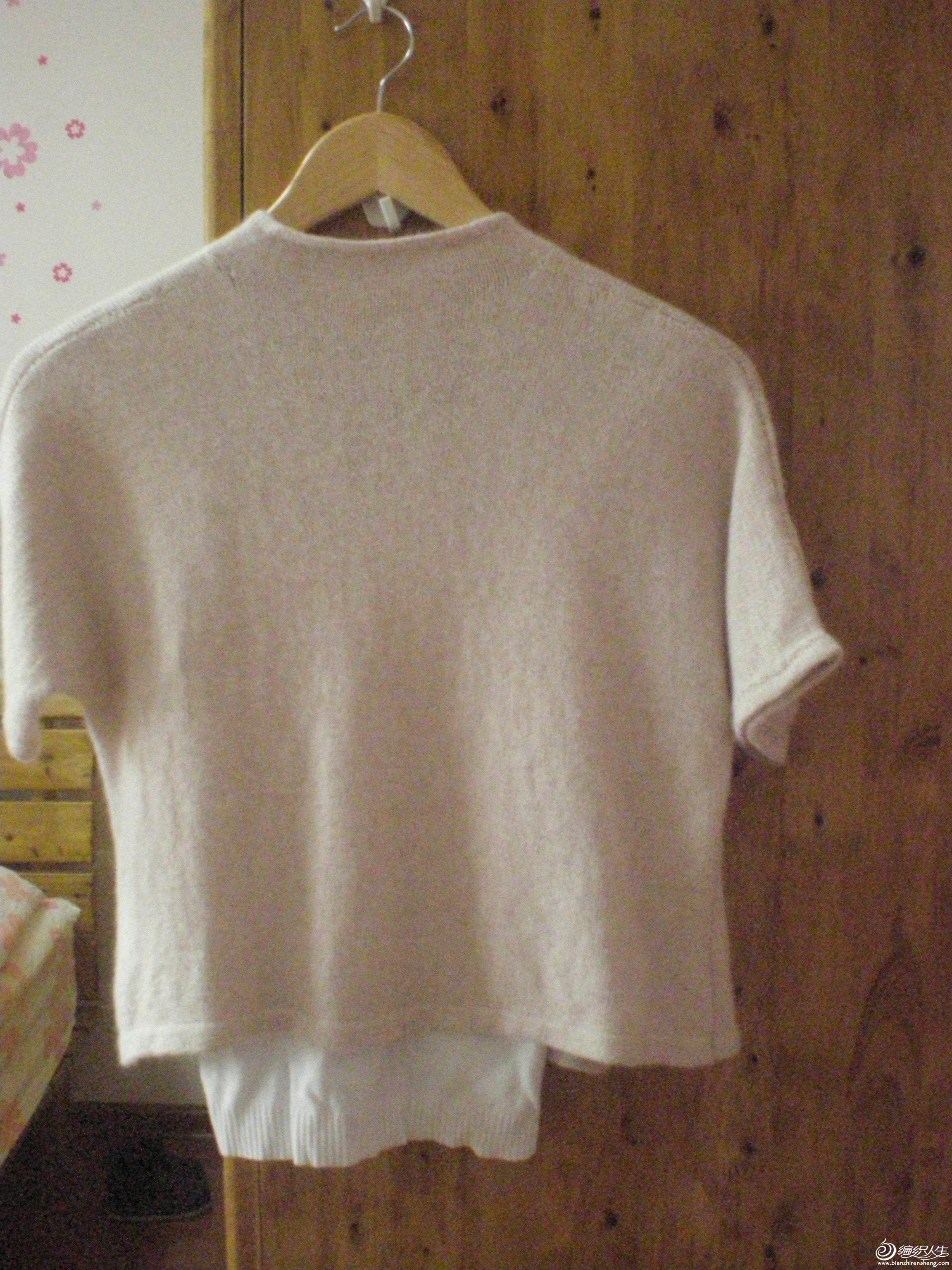仿淘宝上的一件衣衣。用了不到3两线。淘宝上卖580的,咱买着肉疼就只能肩膀疼了。