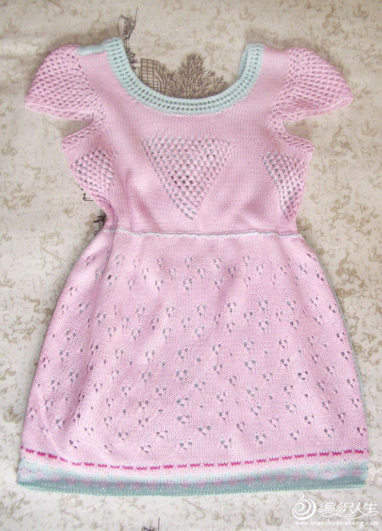 用零碎棉线给小侄女织的连衣裙,前后不同色,可当两件穿:)